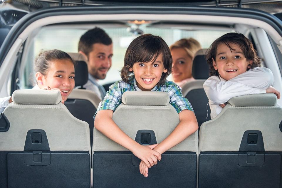 מכונית 7 מושבים