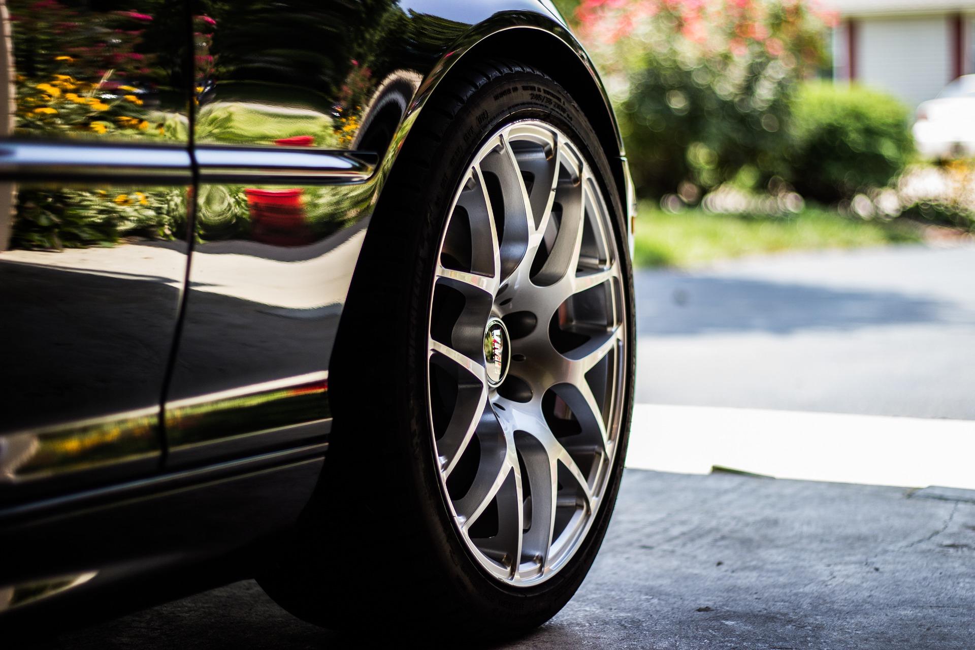car-tire-1031579_1920
