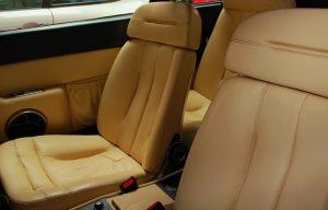 חומר ניקוי ריפודים לרכב – כיצד בוחרים את החומר הנכון