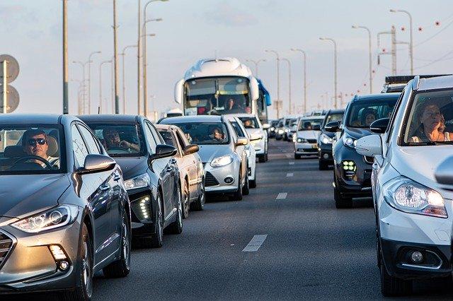 איך להימנע מפקקים בכביש