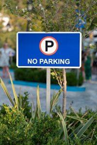 שלטים לחניה – כך תשמרו על החניה שלכם
